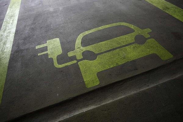 La bomba del governo: detrazione del 50% e cessione del credito per acquisto auto elettriche