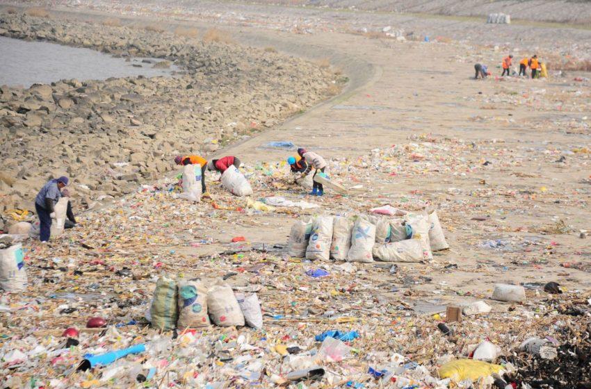 I fiumi del mondo più inquinati dalla plastica: la TOP10 di Alex Bellini