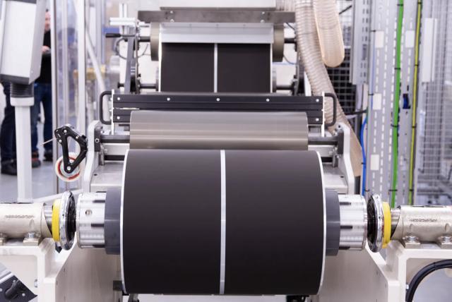 Grafene materiale di avanguardia: la superbatteria che si ricarica in 15 secondi