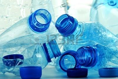 Bottiglie di plastica, è pericoloso usarle più volte