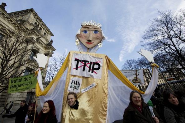 In 30 mila a Berlino manifestano contro allevamenti intensivi, OGM e agricoltura industriale