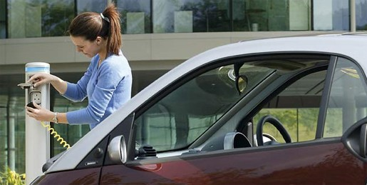 Auto elettriche: colonnine obbligatorie nei nuovi edifici, incentivi in arrivo