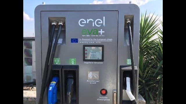 Colonnine di ricarica di ENEL X. Ancora troppi disagi per chi viaggia in elettrico