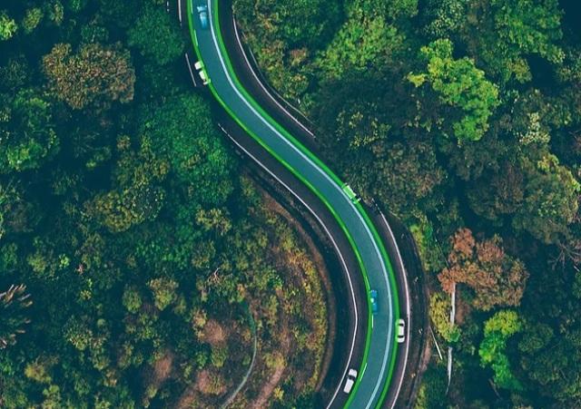 Autostrade e strade elettriche: in Svezia la prima tratta con ricarica in movimento