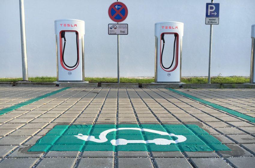 Stazioni di ricarica elettrica: Tesla verso un nuovo record